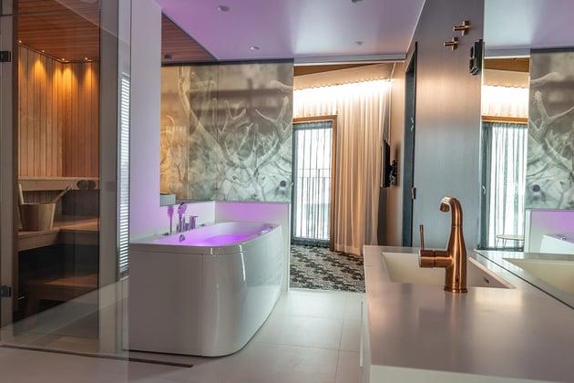 Deluxe_Suite_poreamme_ja_sauna